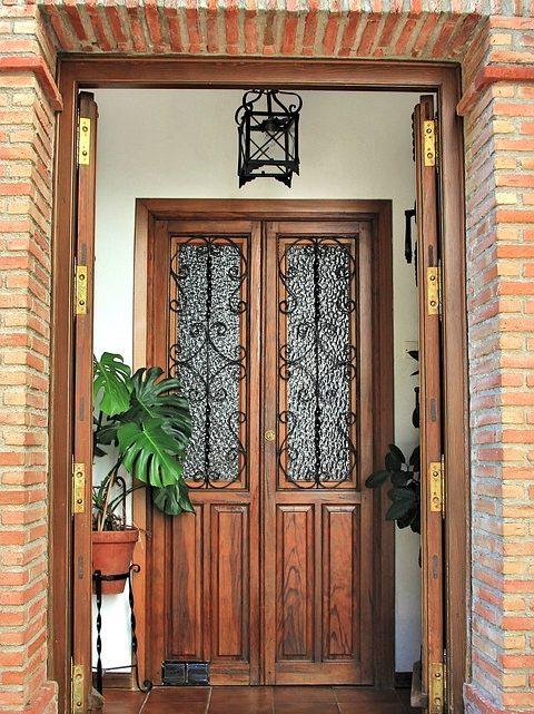 Comment ouvrir une porte claquée sans clé ?