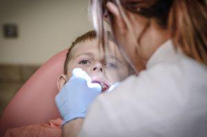 Pourquoi des contrôles dentaires réguliers sont essentiels ?