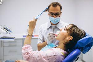 Implantologue dentaire, un métier d'avenir