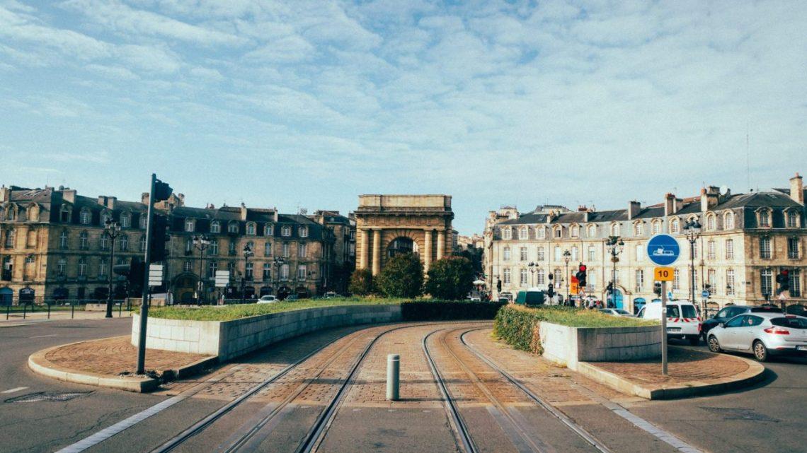 Location de minibus à Bordeaux: ce qu'il faut savoir sur cette prestation très sollicitée dans la capitale mondiale du vin