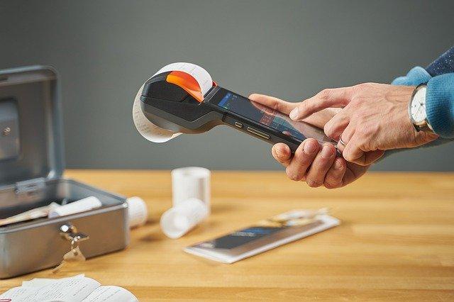 Une caisse enregistreuse pour un restaurant accessible et utilisé sur un Smartphone